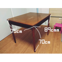 Free dining table for 4-6 people. Can deliver for a small fee to Tokyo/Kanagawa